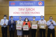 After Can Tho city, DHG Pharma continued to give Bioskin hand sanitizer gel to elementary teachers in HCMC